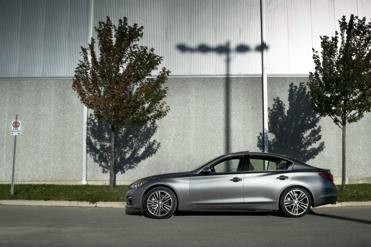 Infiniti's Q50 AWD Hybrid; a sleeper saloon in wolf's clothing - slide 15
