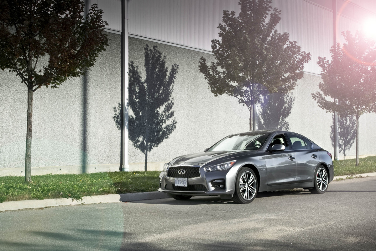 Infiniti's Q50 AWD Hybrid; a sleeper saloon in wolf's clothing - slide 1